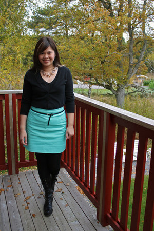 J Crew skirt - Nine West boots - Old Navy cardigan