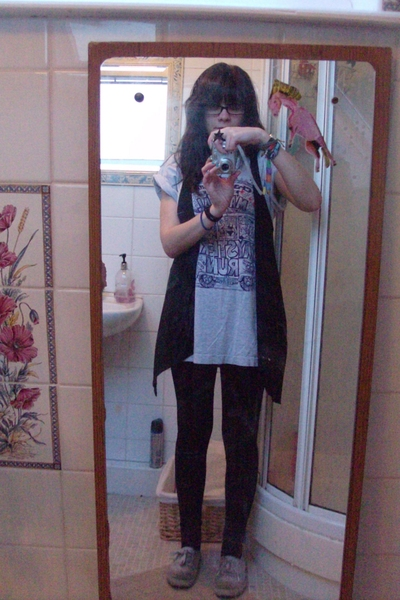 t-shirt - Bershka vest - Newlook leggings - Firetrap shoes