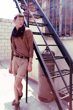 camel Thrifted boots boots - bronze Fruit of the Loom shirt - maroon antony mora