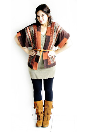 dark brown RXB sweater - burnt orange Minnetonka boots