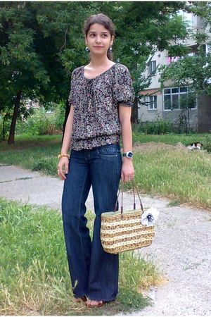 brown blouse - blue flattering jeans - brown striped basket bag