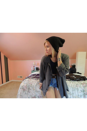 navy cotton crop top brandy melville top - black beanie neff hat