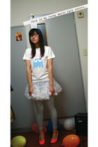 red marui shoes - white Harajuku skirt - white Uniqlo t-shirt - gray Aerie leggi