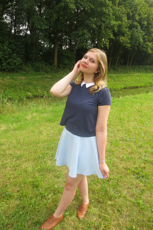 navy t-shirt - bronze shoes - light blue skirt
