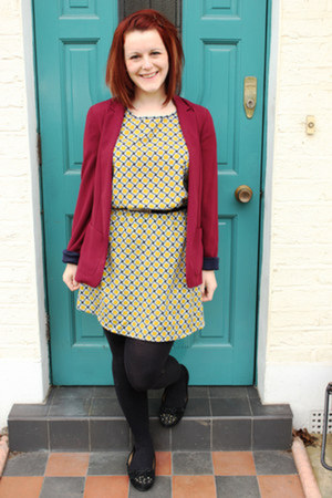 geometric apricot dress - burgundy new look blazer - new look pumps