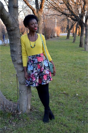 black New Yorker boots - red New Yorker skirt - yellow Camaïeu blouse