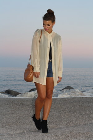 Genny blouse - Zara boots - Unterqe bag - Zara DYI shorts - Malazya bodysuit