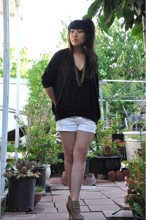 sweater - shorts - necklace - shoes