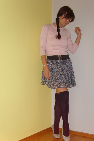 Zara skirt - Terranova sweater - New Yorker stockings