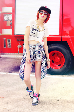 white top - navy top - hot pink dc skater shoes - black bulls hat