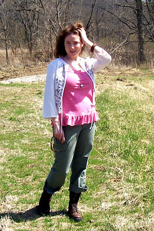 pink - white - Old Navy - brown Danners - Betsy Johnson necklace