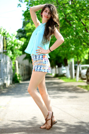 geometric Bershka shorts - blue New Yorker blouse - brown Deichmann sandals