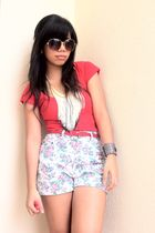 Red top - vintage floral shorts - The Ramp accessories - Telebasura necklace - T