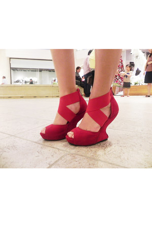 heelless Rajo for Parisian wedges