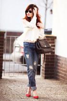 white blouse - blue boyfriendjeans Mango jeans