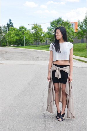 black Aritzia shorts - tan Tobi jacket - off white Zara top