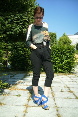gray H&amp;M shirt - black Zara shorts - blue Zara shoes - black vintage belt - brow