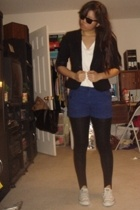 H&M blazer - t-shirt - H&M shorts - Forever21 tights - Converse shoes - Ray Ban