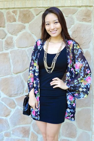 gold Charlotte Russe necklace - black bodycon Mossimo dress