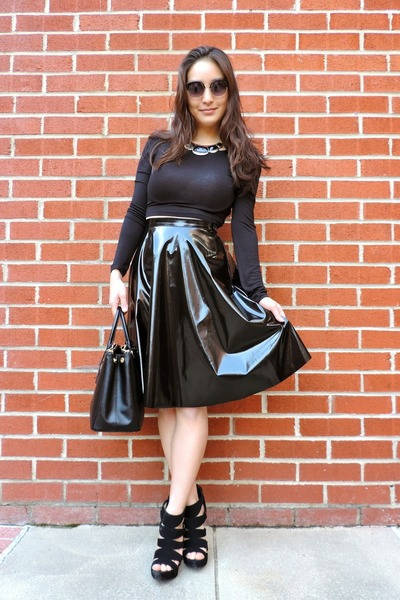 black 33F Clothing skirt - black saffiano Prada bag