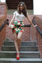 red floral peplum Forever 21 skirt - tan v-neck tee BCBGeneration shirt