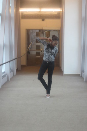 skinny jeans Smart Set jeans - Forever 21 blouse - nude Steve Madden flats