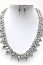 Shawtynstilettos-necklace