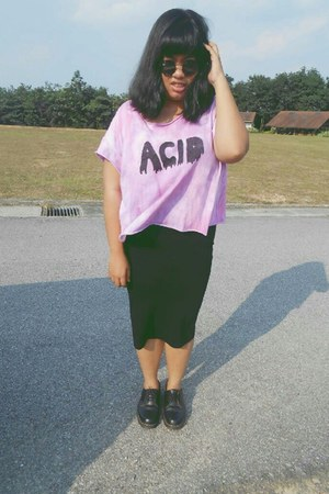 acid diy crop top - Dr Martens shoes - round Ray Ban sunglasses
