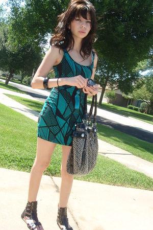green Forever 21 dress - black Forever 21 shoes - black Guess purse - black H&M