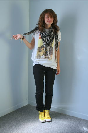 Moscow scarf - idk t-shirt - Gap jeans - Vans shoes