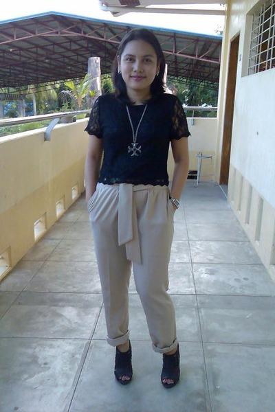 beige Vanilla Label pants - black Mendrez shoes - black sm dept store blouse