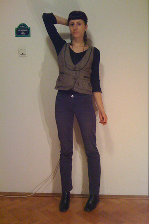 gray Promod vest - black shirt - blue H&amp;M jeans - black No label boots - beige S