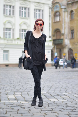 black random boots - black Zara leggings - black H&amp;M shirt - black nowIStyle bag