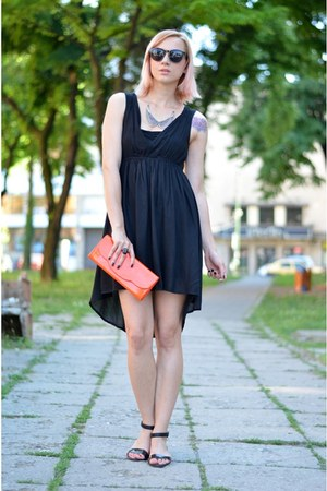 black Stradivarius dress - clutch Tiramisu alle fragole bag