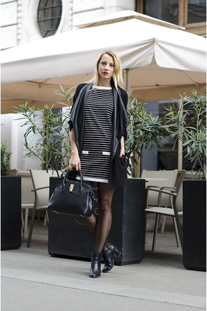 black cut out Stradivarius boots - black stripes Zara dress