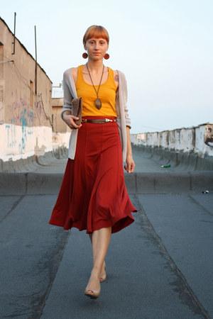 brick red H&M skirt - nude meli melo bag - heather gray etam cardigan