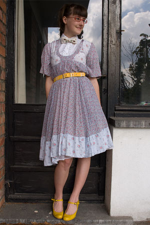 Zara shirt - handmade bowtie accessories - Secondhand dress - Plasticland shoes