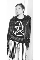 Panda Eyes t-shirt - striped tripp jeans - biker jacket boyfriends jacket