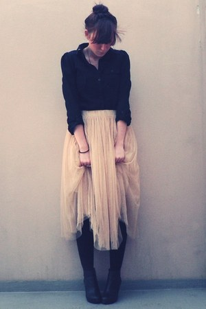 black H&M shirt - peach Ezzentric Topz Surprise skirt - H&M shoes