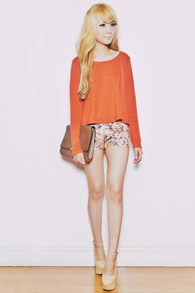 light orange Trendphile shorts - tan San-Sue bag