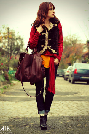 carrot orange Zara top - navy Zara jeans - crimson Musette bag