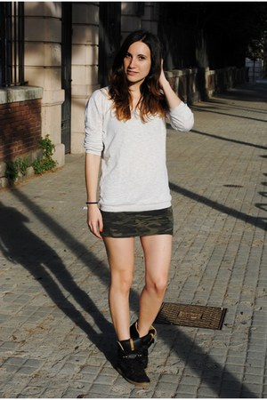 Lefties skirt - Mango jumper - Zara sneakers