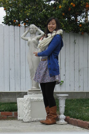 beige hollister scarf - white unknown brand top - blue American Eagle cardigan -