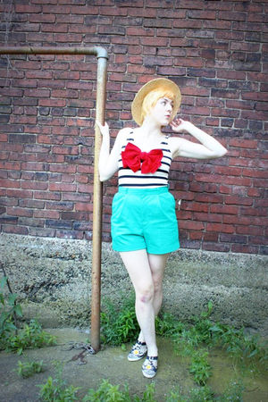 green vintage shorts - white H&M top - beige UO hat - black chinese laundry dead