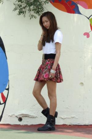 skirt - t-shirt - boots