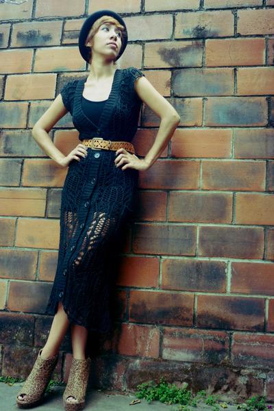 black f21 hat - black thrift dress - black BSK shirt - tawny moms belt - camel f