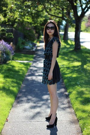heart dress - black sunglasses - black belt - Cole Haan pumps