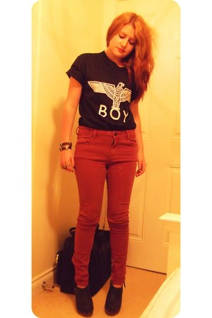 burgundy Topshop jeans - Boy London t-shirt - Topshop clogs