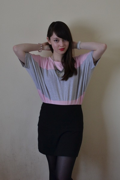 black bodycon H&M skirt