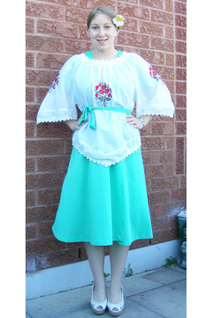 aquamarine vintage dress - white vintage blouse - white wedges